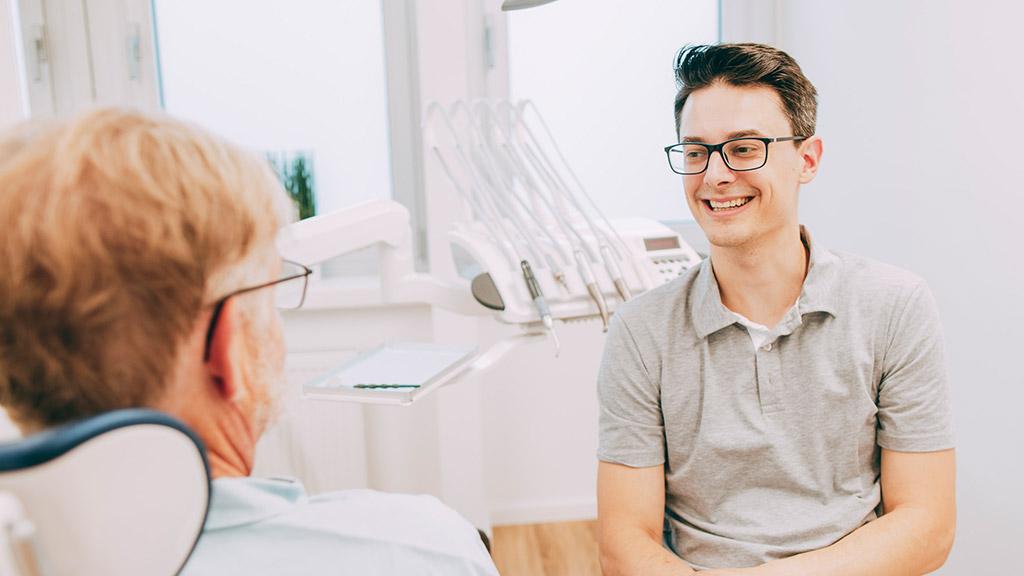 Dr. Gero Winkler ist Familienzahnarzt in Bonn-Oberkassel.