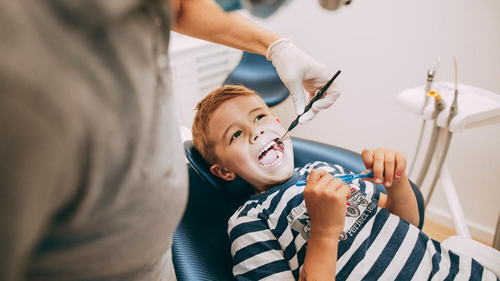 Kinderprophylaxe beim Zahnarzt in Bonn-Oberkassel.